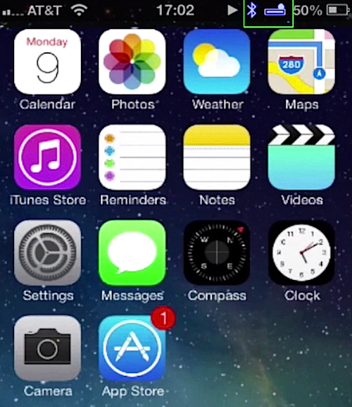blue-colored Bluetooth icon representing connection with device on iPhone running on iOS 7